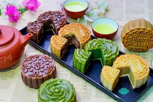 Bánh trung thu sắc màu hấp dẫn với bột tạo màu tự nhiên