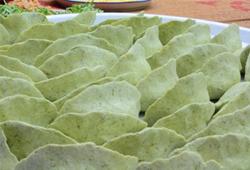 Món bánh khúc hấp dẫn từ bột lá khúc